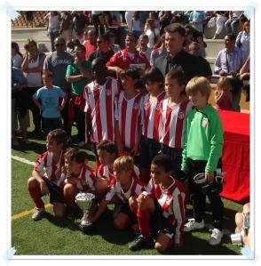 El Atco. de Madrid recibiendo la copa de Campeón